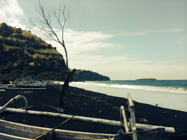 Schwarze Strände auf Bali