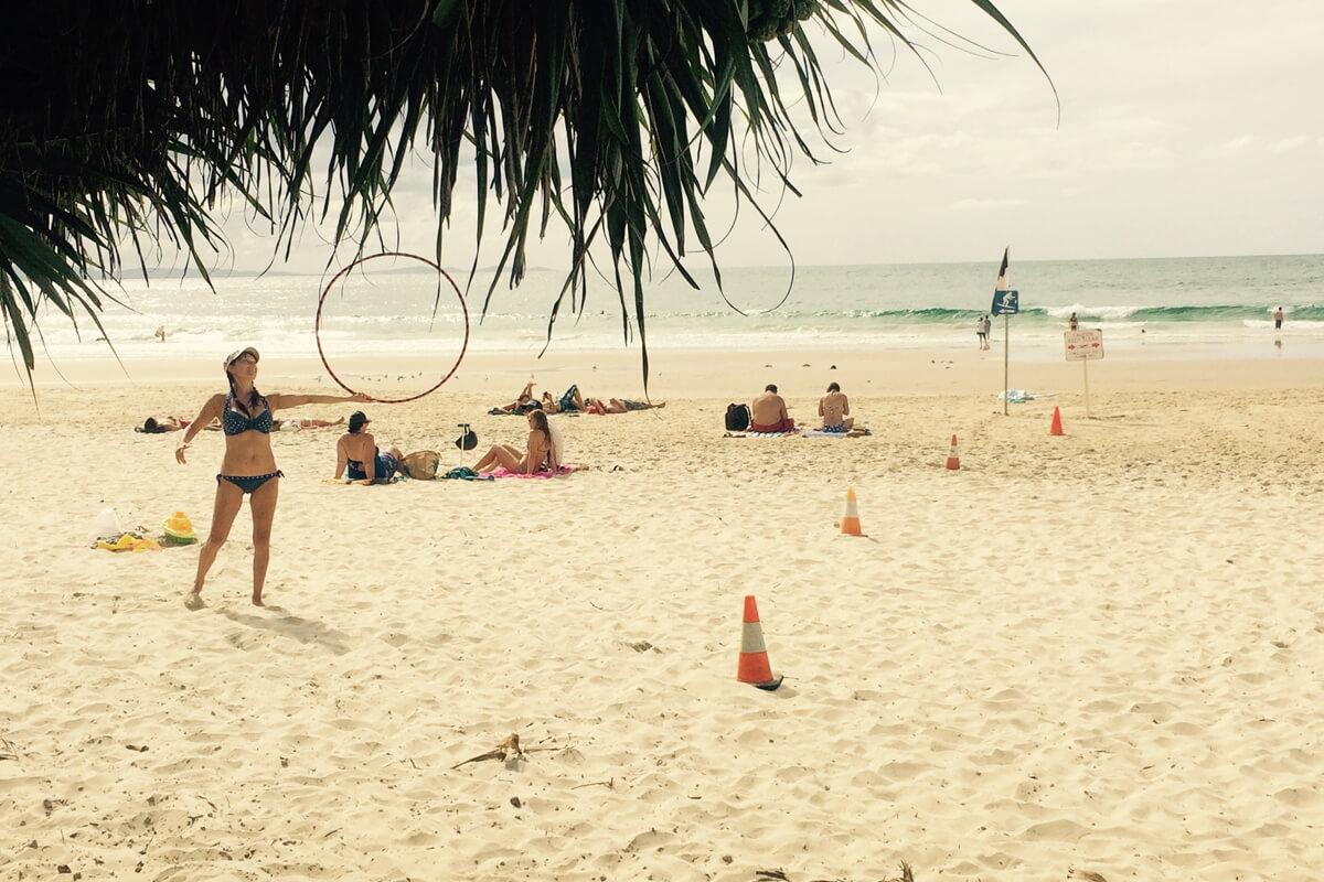 Hula Hoop Action in Byron Bay, Australien
