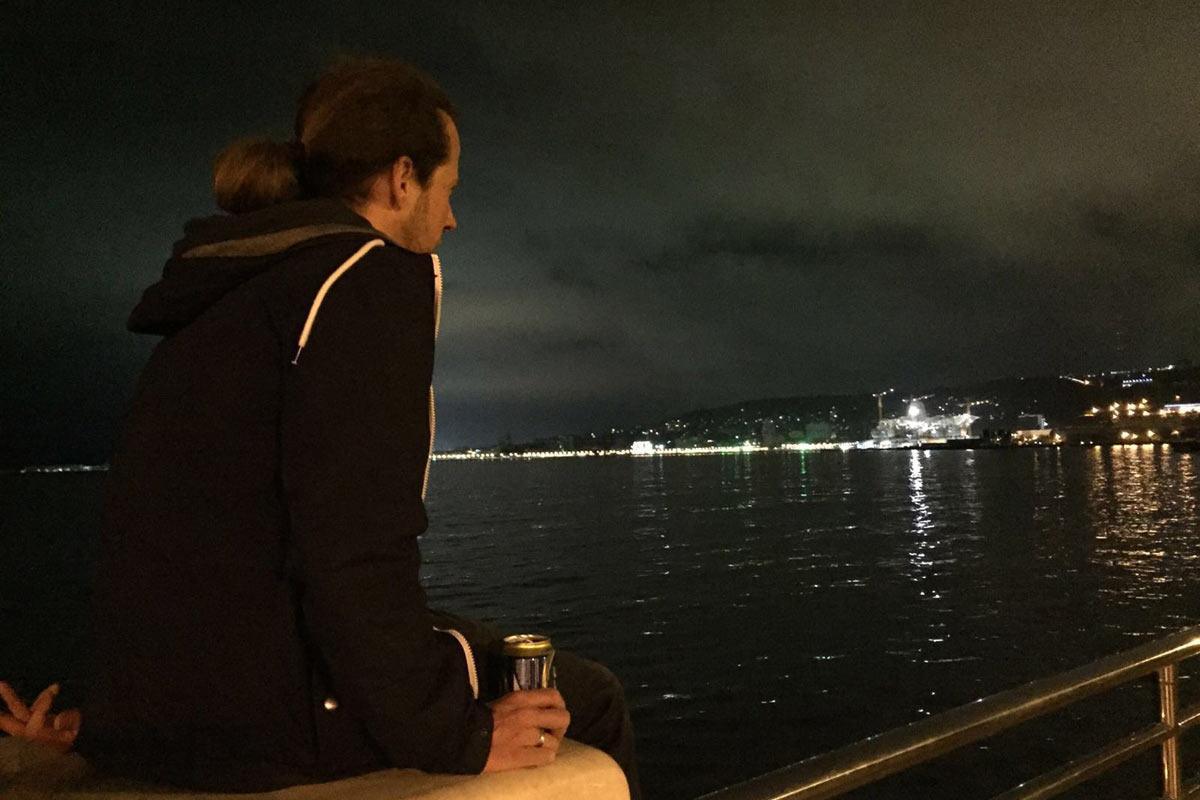 Baku Nacht am Ufer